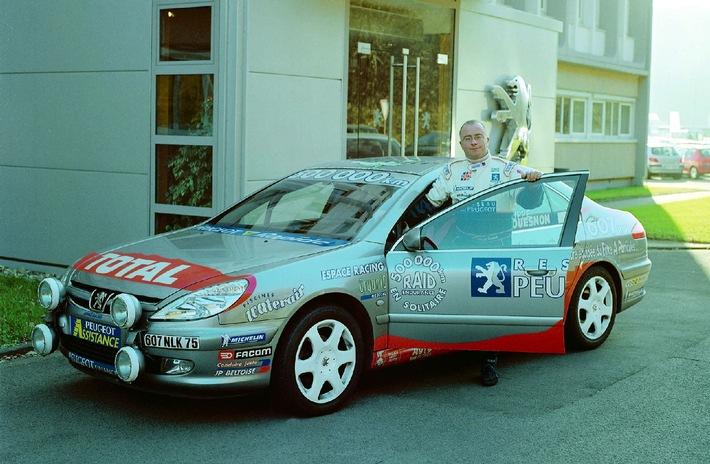 """Das """"Guinness-Buch der Rekorde"""" ist um eine Sensation reicher: Nach exakt 355 Tagen vollendete der französische Rennsport-Profi Philippe Couesnon (40) im südfranzösischen Agde am 22. April 2002 mit einer Durchschnittsgeschwindigkeit von 104 km/h und einem Ge-samtverbrauch von 55.927 Liter Dieselkraftstoff seine 500.000-km-Weltrekordfahrt auf einemPeugeot 607 HDi FAP. Die Verwendung dieses Bildes ist für redaktionelle Zwecke honorarfrei.  Abdruck bitte unter Quellenangabe: """"obs/PEUGEOT DEUTSCHLAND GMBH"""""""