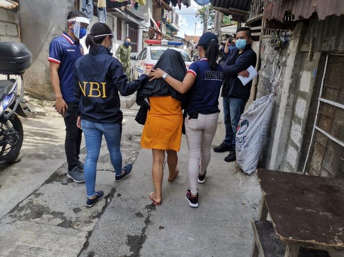 Sexuelle Online-Ausbeutung von Kindern/ Studie deckt dramatischen Anstieg von Fällen auf den Philippinen auf (FOTO)