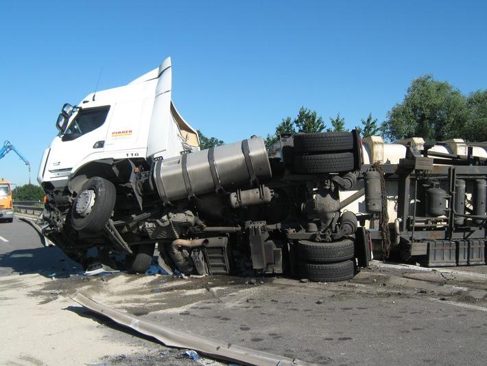 POL-PPRP: LKW Unfall A 650 - Vollsperrung in beide Fahrtrichtungen