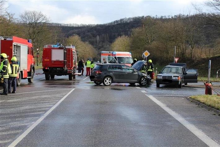 POL-PDKO: Schwerer Verkehrsunfall mit vier verletzten Personen
