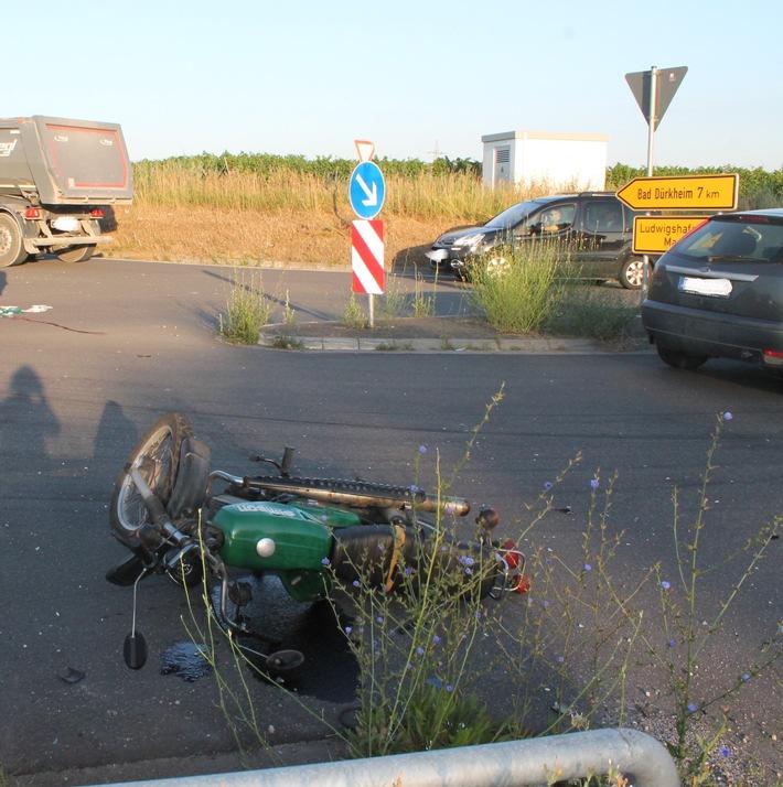 POL-PDNW: Kleinkraftradfahrer schwer verletzt