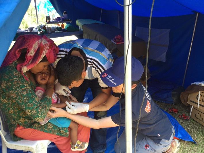 Nepal: Weitere Tote und Verletzte zu erwarten /  Malteser richten Feld-Krankenhaus in Erdbebenregion ein