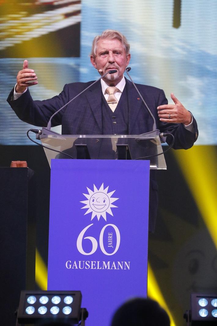 """Unternehmensgründer Paul Gauselmann ließ 60 Jahre Firmengeschichte Revue passieren. Weiterer Text über ots und www.presseportal.de/nr/13139 / Die Verwendung dieses Bildes ist für redaktionelle Zwecke honorarfrei. Veröffentlichung bitte unter Quellenangabe: """"obs/Gauselmann Gruppe"""""""