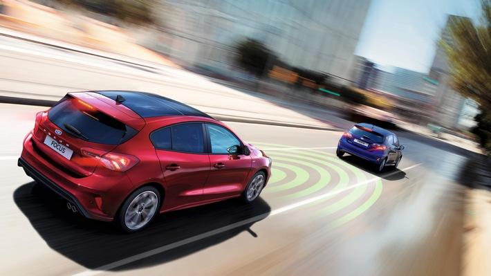 """Die Euro NCAP-Organisation hat heute im Rahmen einer neu ins Leben gerufenen Informationsveranstaltung in Penzing/Oberbayern zum Thema Fahrer-Assistenzsysteme die Assistenz-Systeme des neuen Ford Focus* ausdrücklich gelobt. Besonders hervorgehoben wurde der Ford Intelligent Drive Assist, also ein teilautomatisiertes Fahrer-Assistenzpaket, bestehend aus einer intelligenten Geschwindigkeitsregelanlage (adaptiv) mit Verkehrsschilderkennung, einem Stau-Assistenten mit Stop & Go-Funktion sowie einem Fahrspur-Piloten. Ford bietet den Intelligent Drive Assist auf Wunsch für den neuen Ford Focus in Kombination mit dem 8-Gang-Automatikgetriebe an. Weiterer Text über ots und www.presseportal.de/nr/6955 / Die Verwendung dieses Bildes ist für redaktionelle Zwecke honorarfrei. Veröffentlichung bitte unter Quellenangabe: """"obs/Ford-Werke GmbH"""""""