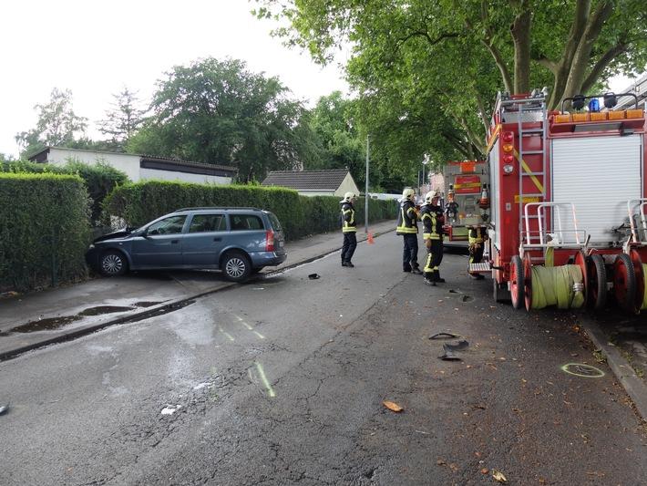FW-GE: Eingeklemmte Person nach Pkw Unfall in Gelsenkirchen Rotthausen.