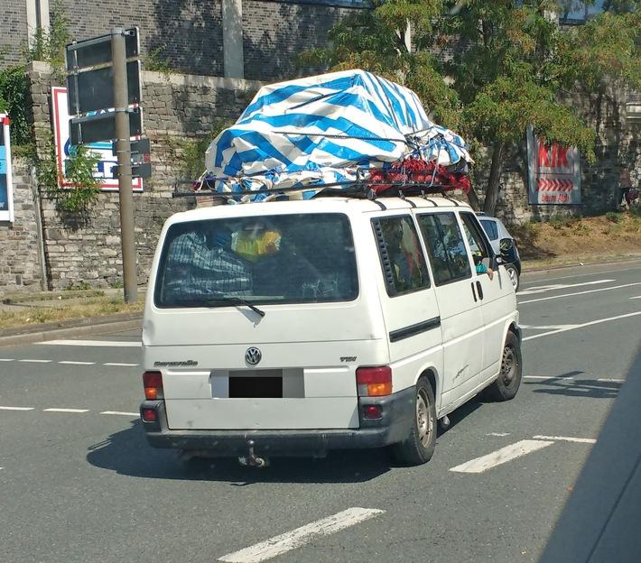 Überladener VW Bulli