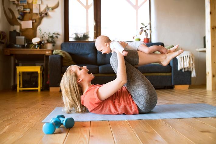 Sport als Ausgleich zum Baby-Alltag: So klappt's / Yoga oder Rückbildung sind ein willkommener Ausgleich für Mütter - auch, wenn viele Studios geschlossen haben
