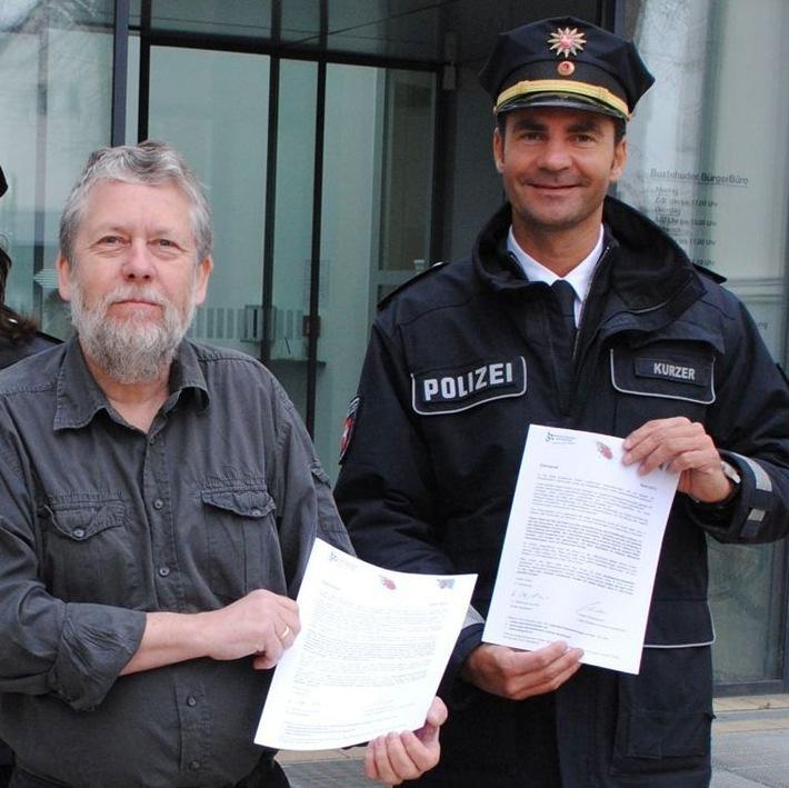 Harm-Paul Schorpp, Jugendschutzbeauftragter der Stadt Buxtehude und Polizeioberrat Jan Kurzer, Polizei Buxtehude, vor dem Stadthaus