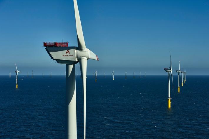 """Trianel Windpark Borkum in der Nordsee erfüllt positive Erwartungen im ersten halben Betriebsjahr. Anlagen/turbines: 40 x Adwen AD 5-116 / (c) Foto: Trianel / Adwen / Jan Oelker , 2015 /. Weiterer Text über ots und www.presseportal.de/nr/67884 / Die Verwendung dieses Bildes ist für redaktionelle Zwecke honorarfrei. Veröffentlichung bitte unter Quellenangabe: """"obs/Trianel GmbH/Jan Oelker"""""""