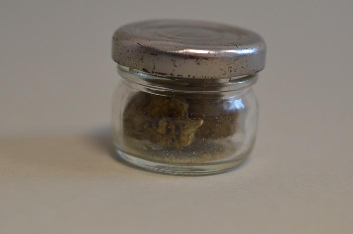 Gewürzglas mit Marihuana