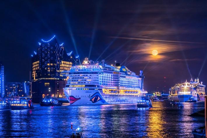 © Jan Schugardt/Hamburg Cruise Days / Die Große Hamburg Cruise Days Parade 2019: Spektakuläres Highlight auf der Elbe am zweiten Tag des Events