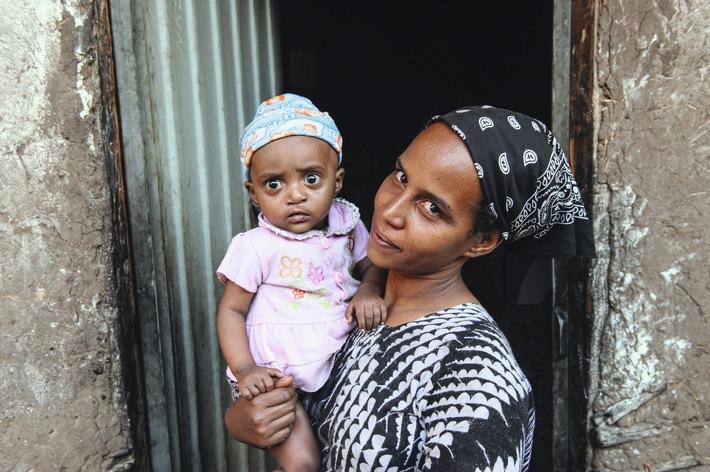 """Heldinnen des Alltags: Die Mütter sind entscheidend für die Zukunft Äthiopiens. Weiterer Text über ots und www.presseportal.ch/de/nr/100007199 / Die Verwendung dieses Bildes ist für redaktionelle Zwecke honorarfrei. Veröffentlichung bitte unter Quellenangabe: """"obs/Stiftung Menschen für Menschen Schweiz/Rainer Kwiotek"""""""