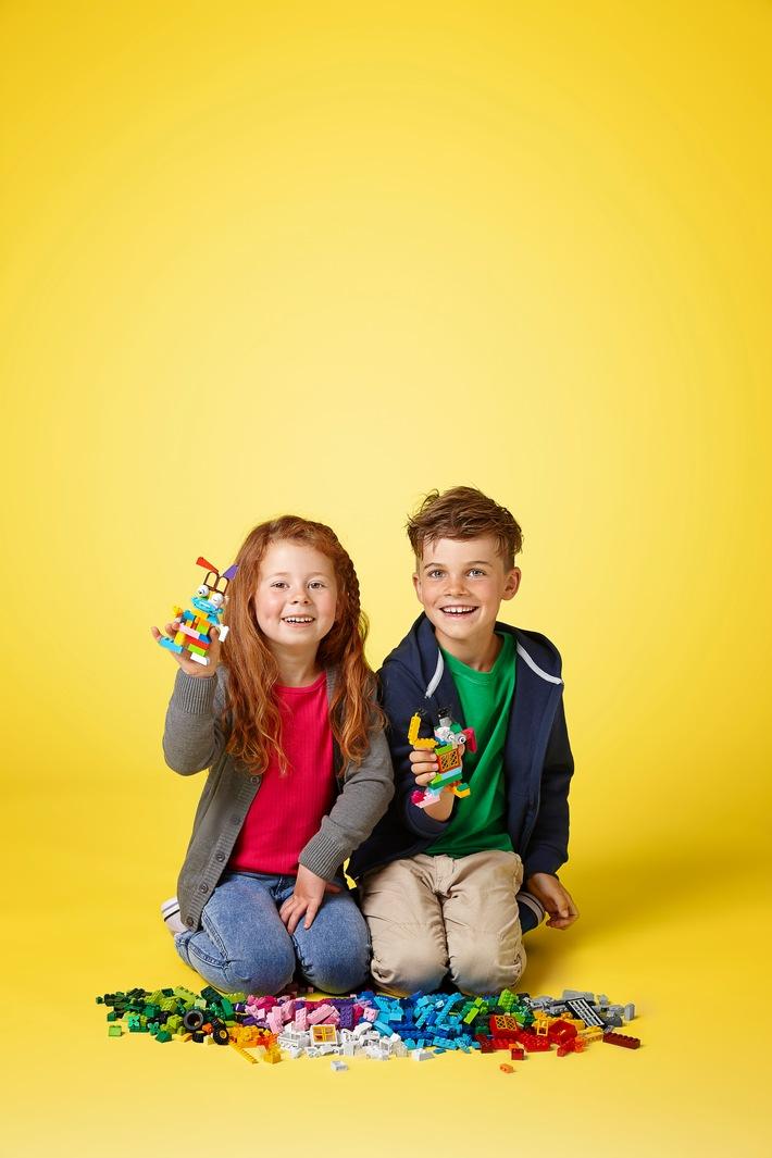 """Die LEGO GmbH feiert in diesem Jahr 60 Jahre LEGO Stein. Weiterer Text über ots und www.presseportal.de/nr/65052 / Die Verwendung dieses Bildes ist für redaktionelle Zwecke honorarfrei. Veröffentlichung bitte unter Quellenangabe: """"obs/LEGO GmbH/©The LEGO Group"""""""