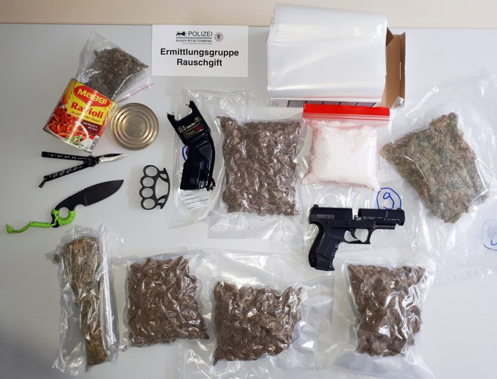 Vier junge Männer auf Antrag der Staatsanwaltschaft Mannheim wegen des Verdachts des illegalen Handels mit Betäubungsmitteln in Untersuchungshaft