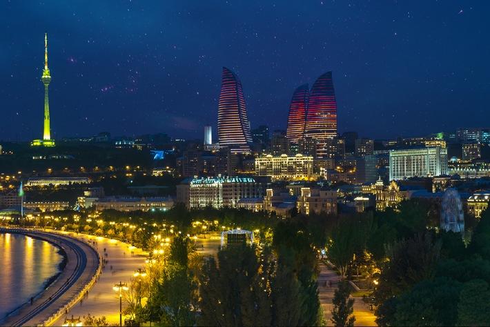 """Baku in einer Sommernacht. Die Verwendung dieses Bildes ist für redaktionelle Zwecke honorarfrei. Veröffentlichung bitte unter Quellenangabe: """"obs/Gabala International Music Festival"""""""