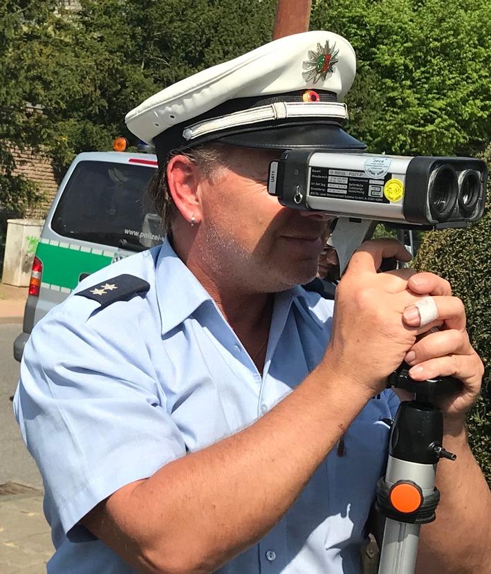An der Heinrich-Kessels-Straße in Lobberich wurde ein Autofahrer mit Tempo 51 statt 30 gemessen. Foto: Polizei Viersen