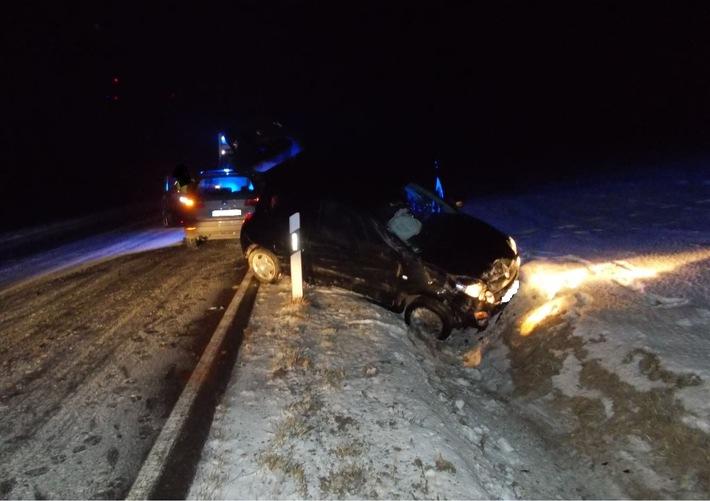 POL-SI: In Schneewehe ins Schleudern gekommen: Autofahrerin leicht verletzt / Tipps der Polizei: So fahren Sie stressfrei und sicher
