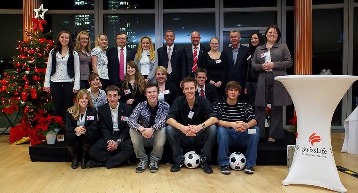 Swiss Life veranstaltet ersten Swiss Life Ausbildungstag mit Ottmar Hitzfeld als Ehrengast (mit Bild)