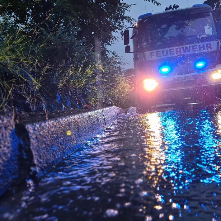 FW-NE: #ZWISCHENBILANZ: 19 Unwetterbedingte Einsätze   Pegel der Erft wird laufend kontrolliert