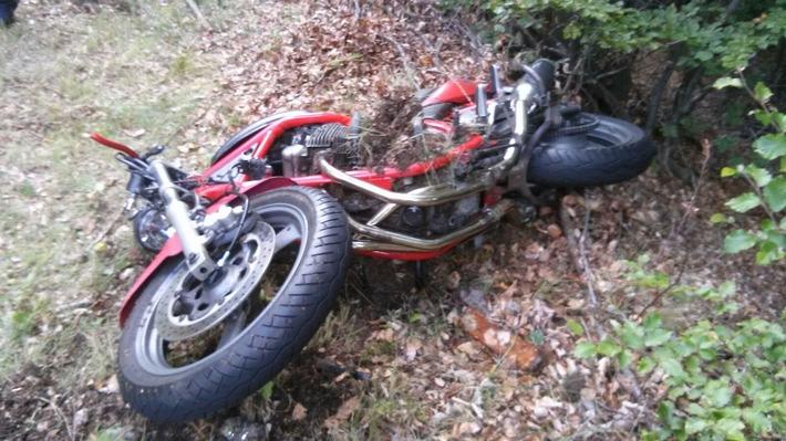 Beschädigtes Motorrad der Unfallverursacherin
