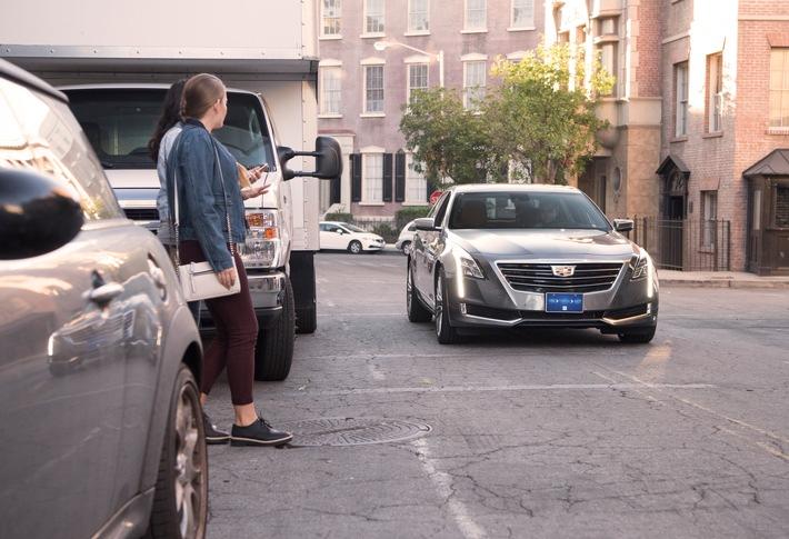 """X2Safe von ZF kann Fußgänger erkennen, die weder für Fahrer noch Sensorsysteme wie Kamera oder Radar sichtbar sind, und kann Fußgänger sowie Fahrer sowohl optisch als auch akustisch warnen. Weiterer Text über ots und www.presseportal.de/nr/66240 / Die Verwendung dieses Bildes ist für redaktionelle Zwecke honorarfrei. Veröffentlichung bitte unter Quellenangabe: """"obs/ZF Friedrichshafen AG"""""""