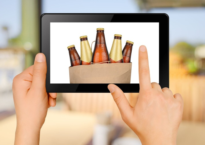 Strategie di marketing per pubblicizzare l'alcol su Internet: i giovani sono poco protetti