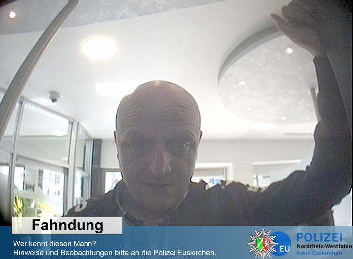 Wer kennt diesen Mann? Hinweise bitte an die Polizei Euskirchen. (Foto: Polizei)