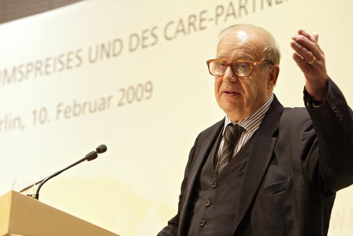 """Verleihung CARE-Millenniumspreis an Jean Ziegler Ziegler: """"Die Stimme der Hungernden ist die Zivilgesellschaft"""""""