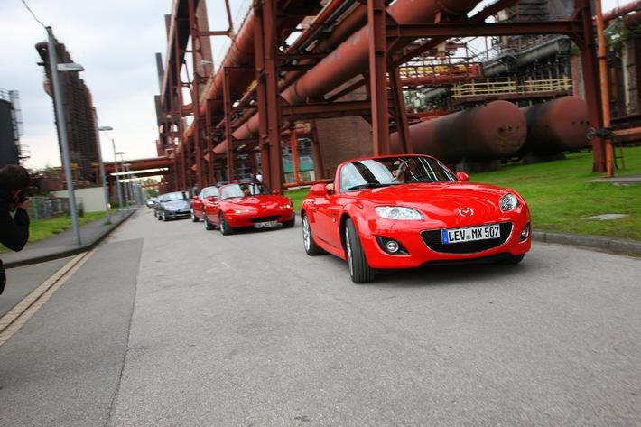 """Mazda MX-5 aus ganz Europa beim Weltrekord-Korso in der Zeche Zollverein, Essen am 18. September 2010. Die Verwendung dieses Bildes ist für redaktionelle Zwecke honorarfrei. Veröffentlichung bitte unter Quellenangabe: """"obs/Mazda"""""""