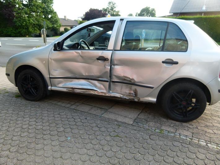 Der Fahrer des Skodas verletzte sich bei dem Unfall.