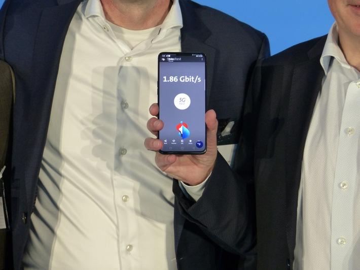 """5G-fähiges Smartphone im von Ericsson ausgerüsteten 5G-Live-Netz der Swisscom Weiterer Text über ots und www.presseportal.de/nr/13502 / Die Verwendung dieses Bildes ist für redaktionelle Zwecke honorarfrei. Veröffentlichung bitte unter Quellenangabe: """"obs/Ericsson GmbH"""""""