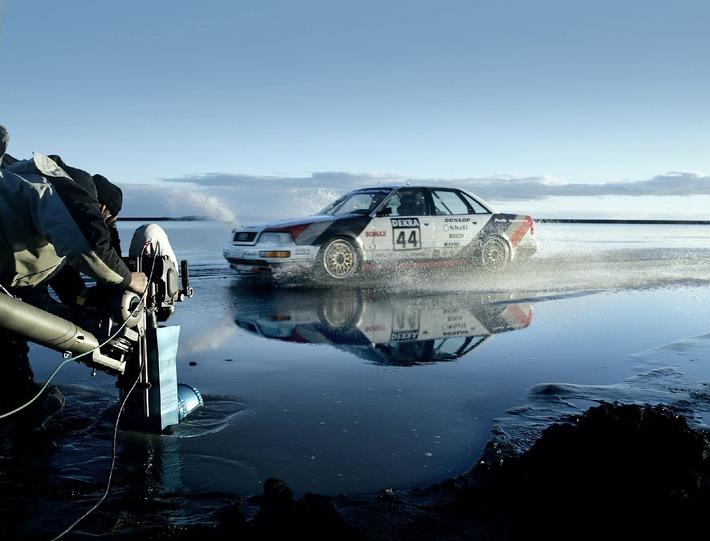 """Making of des neuen Audi Q7-Werbespots: Ein Audi V8 quattro DTM wird bei seiner Fahrt durchs Wasser gefilmt. Die Verwendung dieses Bildes ist für redaktionelle Zwecke honorarfrei. Abdruck bitte unter Quellenangabe: """"obs/Audi AG"""""""