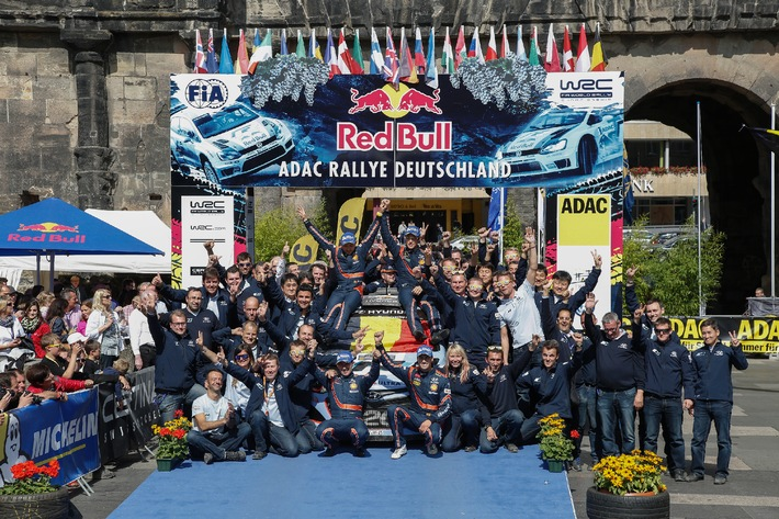 Hyundai feiert fulminanten Doppelsieg bei Rallye Deutschland