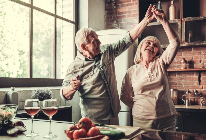 Senior_couple_dancing_in_the_kitchen.jpg