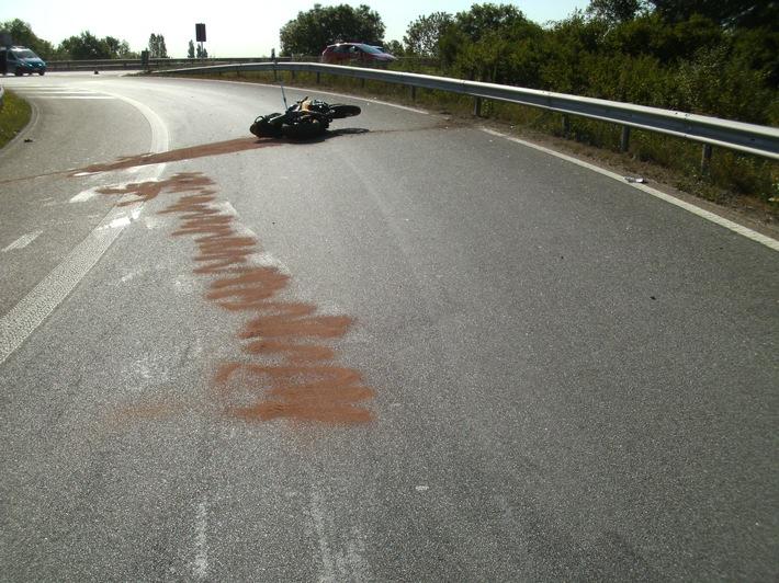 Unfall mit lebensgefährlich verletztem Motorradfahrer