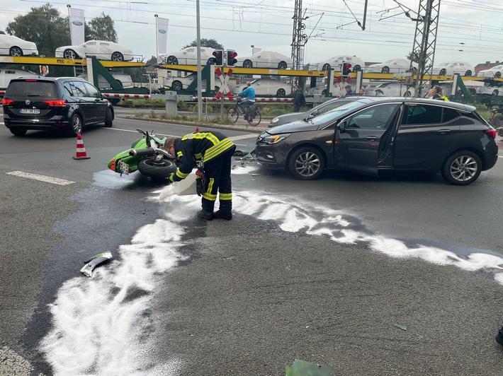 FW-LK Leer: Benzin lief aus nach Verkehrsunfall