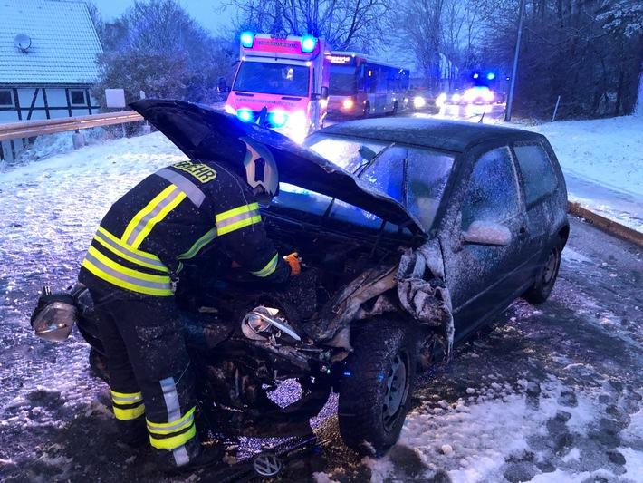 FW-EN: Schwerer Verkehrsunfall nach Schneefall