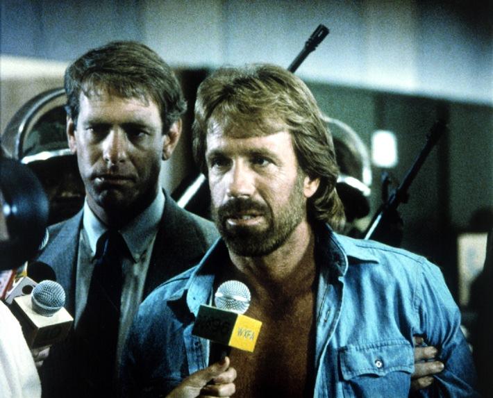 """""""Til Schweiger kann nicht sprechen"""" -  Chuck Norris' Synchronsprecher im Interview mit TELE 5"""