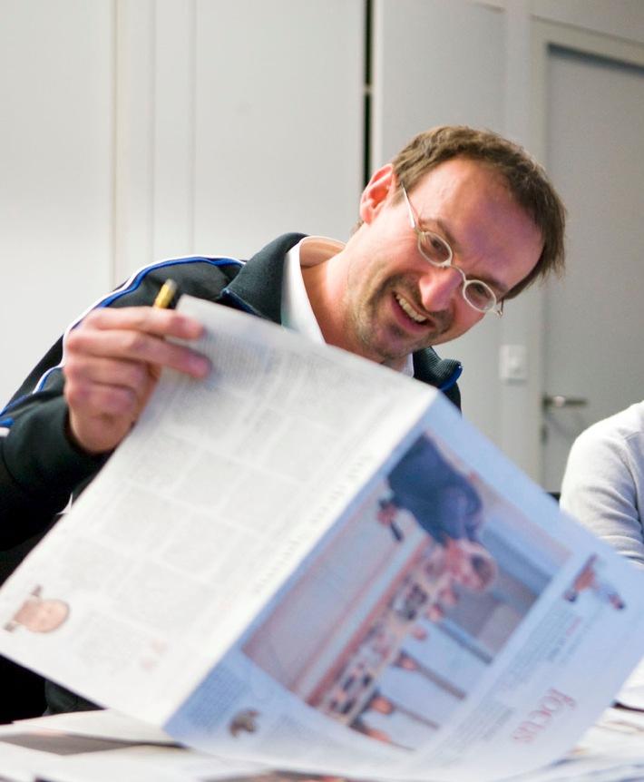 """Peter Linden an einer Sitzung mit den Redaktoren des Focus-Bundes. Der Autor und freie Dozent in München leitet als Referent den Media Workshop """"Kundenmagazine und Mitarbeiterzeitungen""""am 11. und 12. Dezember 2017 in Hamburg. Weiterer Text über ots und www.presseportal.de/nr/104299 / Die Verwendung dieses Bildes ist für redaktionelle Zwecke honorarfrei. Veröffentlichung bitte unter Quellenangabe: """"obs/MEDIA WORKSHOP/Urs Jaudas"""""""