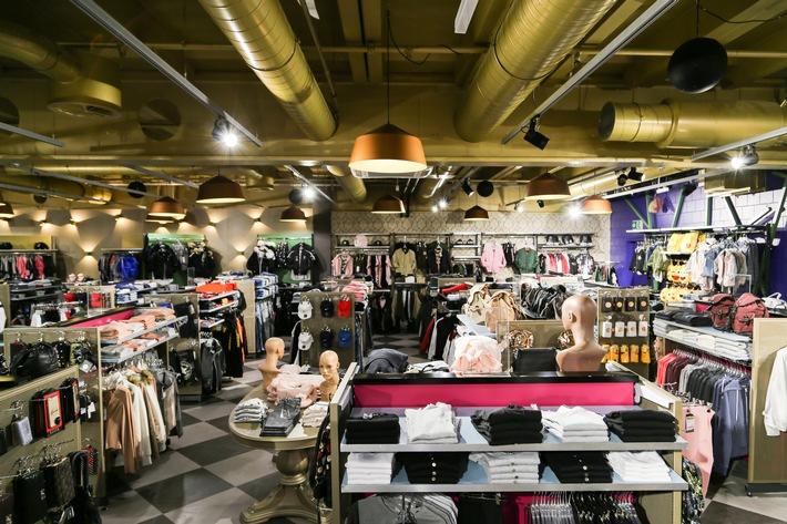 """Metro Boutique eröffnet ersten Flagshipstore im Shoppyland, Schönbühl. Weiterer Text über ots und www.presseportal.ch/de/nr/100020328 / Die Verwendung dieses Bildes ist für redaktionelle Zwecke honorarfrei. Veröffentlichung bitte unter Quellenangabe: """"obs/Metro Boutiques AG"""""""