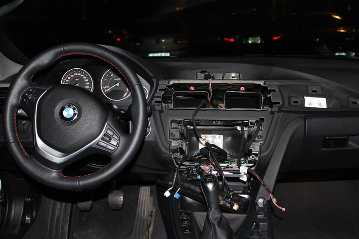 POL-VIE: Kempen-St. Hubert: Autoaufbrecher stehlen Radio und Navigationssysteme