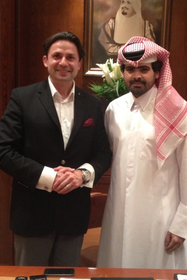 "Handshake in Doha in 2014: Holger Thorsten Schubart (l.), CEO of The Principal Group, with Qatar's Sheikh Nayef Bin Suhaim Bin Hamad Al Thani (Can be used free of charge for editorial purposes)  Please quote the source: ""obs/Berliner Korrespondentenbüro"""