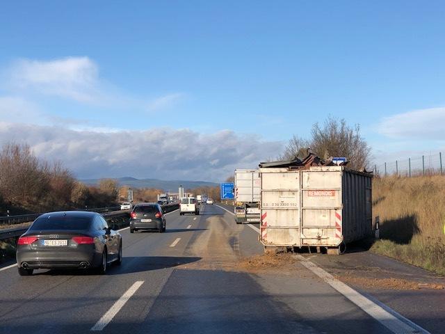 POL-PDLD: Starke Windböe sorgt für Unfall auf der A65