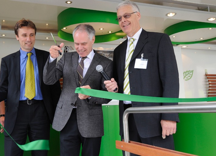 Le ministre de l'environnement inaugure l'exposition mobile gaz naturel