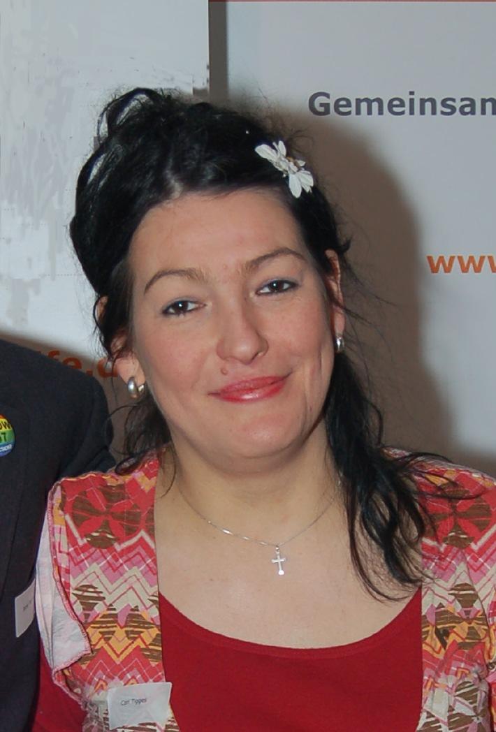 """Cori Obst, Mitbegründerin des Netzwerks Frauen und Aids der Deutschen AIDS-Hilfe e.V. Die Verwendung dieses Bildes ist für redaktionelle Zwecke honorarfrei. Abdruck bitte unter Quellenangabe: """"obs/Deutsche AIDS-Hilfe e.V."""""""