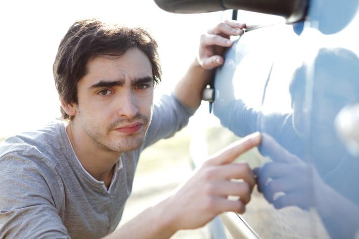 Parkrempler mit dem Auto: Wie verhalte ich mich richtig?