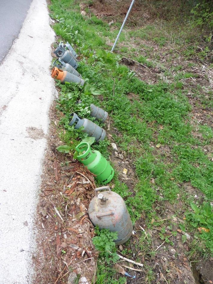 POL-OG: Oppenau, Ramsbach - Gasflaschen illegal entsorgt, Zeugen gesucht