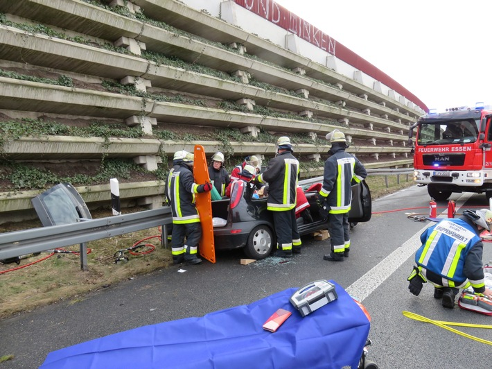 Einsatzkräfte der Feuerwehr Essen bei der technischen Rettung