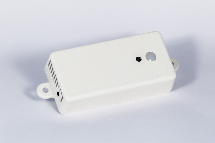 """Der Multisensor LBS-122, bisher für Wireless M-Bus und Zigbee verfügbar, wird als erster Sensor im pikkerton Portfolio mit lemonbeat Technologie ausgestattet. Er ist in der Lage neben Temperatur und Bewegung auch Luftfeuchtigkeit, Luftdruck und Helligkeit zu messen und ist daher ideal für industrielle Anwendungen, aber auch für die Raum- und Gebäudeautomation geeignet. Weiterer Text über ots und www.presseportal.de/nr/121446 / Die Verwendung dieses Bildes ist für redaktionelle Zwecke honorarfrei. Veröffentlichung bitte unter Quellenangabe: """"obs/Lemonbeat GmbH/Dennis Knake"""""""