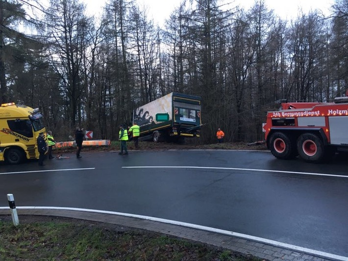 POL-HM: L 550 - Lkw geriet in den Graben